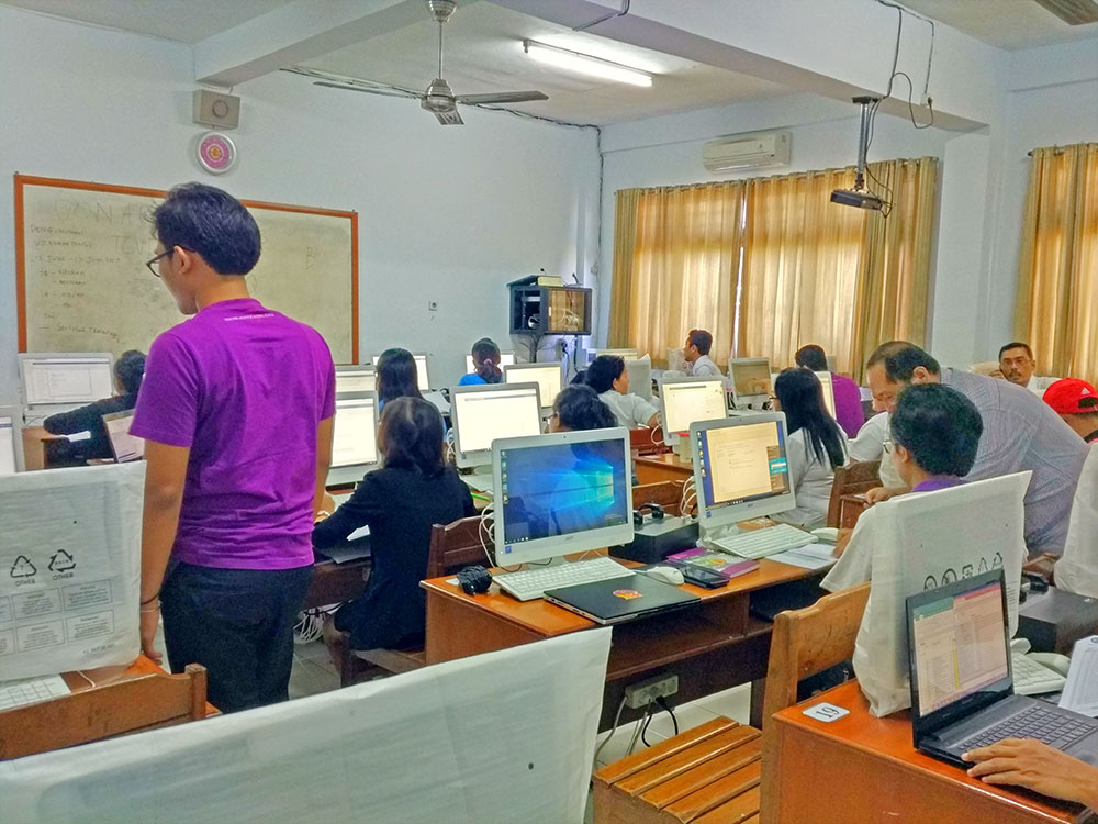 Pelatihan Aplikasi SIMAS di SMK Triatma Jaya